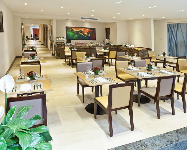 Dining room ESTELAR Calle 100 Hotel Bogota