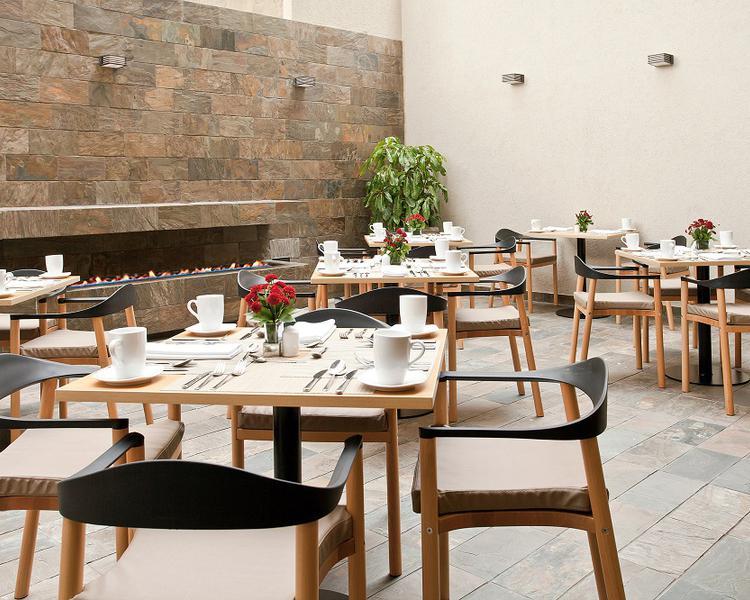 Terrace restaurant ESTELAR Calle 100 Hotel Bogota