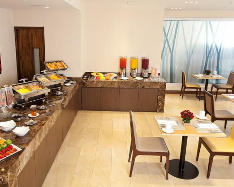 Breakfast and light diner ESTELAR Calle 100 Hotel Bogota